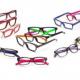 Diesel présente une nouvelle collection de lunettes optiques toute en couleurs, dynamique et rayée
