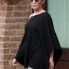Kylie Minogue vue avec des lunettes de soleil Balenciaga