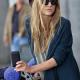 Clémence Poésy porte des lunettes de soleil Balenciaga