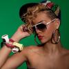 Les lunettes de soleil vintage de Carrera habillent le visage de Derihanna avec style dans sont tout nouveau clip musical Rude Boy