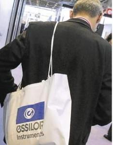 Essilor contrain de revoir ses objectifs 2013
